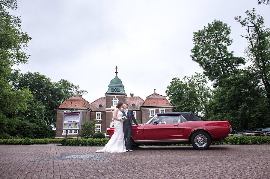 katharina-and-stefan-with-retro-car
