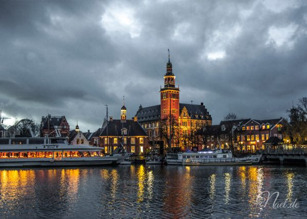 RATHAUS LEER ON A CLOUDY EVENING