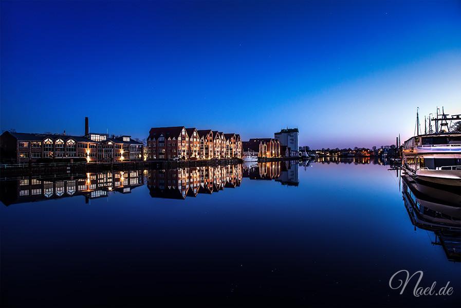 leer-port-night