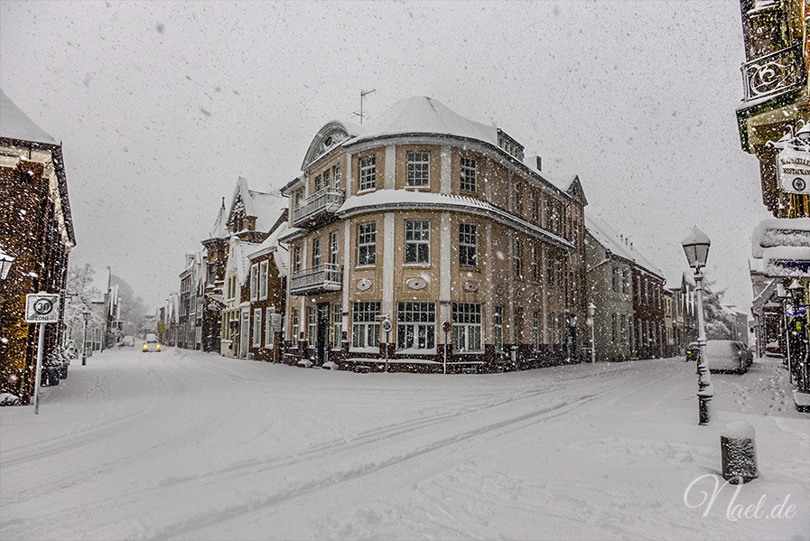 rathaus-street-winter